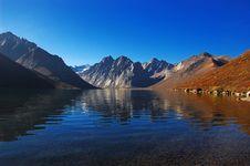 Free Beautiful Lake And Mountain Royalty Free Stock Image - 5384576