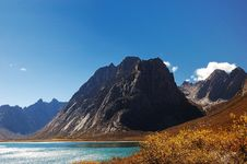 Free The Mountain Beside The Lake Royalty Free Stock Photography - 5384597