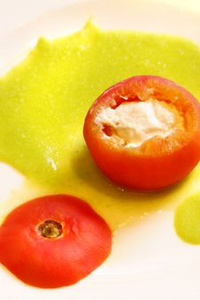Free Tomato Stuffed With Tuna Stock Images - 5386364