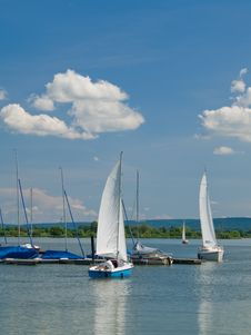 Free Sailboat Moving To Moorage Stock Photography - 5389552