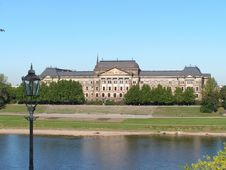 Free City Of Dresden. The Opposite Bank Of The River El Royalty Free Stock Photo - 5391715