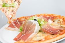 Free Pizza With Bacon Olive Plus Green Salad Royalty Free Stock Images - 5395269