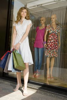 Free Happy Shopping Royalty Free Stock Photography - 5396517