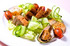 Free Vegetable Salad With Seafoods Royalty Free Stock Photo - 5397305