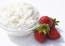 Free Pot Cheese And Strawberries Royalty Free Stock Images - 5397809