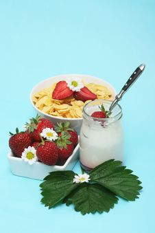 Free Strawberries Breakfast Royalty Free Stock Images - 5399969