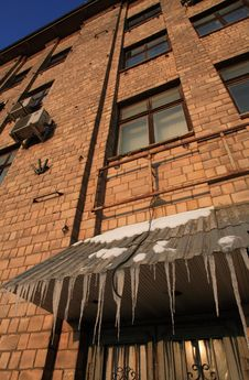 Free Building Freezed During Winter Royalty Free Stock Image - 542386