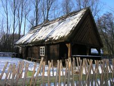 Free Old Wooden Hut Royalty Free Stock Photography - 548337
