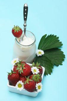 Free Strawberries Yogurt Royalty Free Stock Image - 5400096