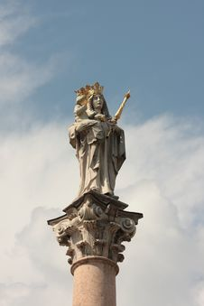 Free Statue Of Virgin Mary Stock Photography - 5400452