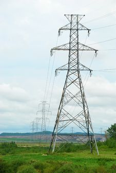 Free Line Of Electrical Pylons Perspective Royalty Free Stock Image - 5402056