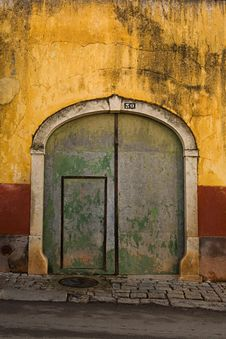 Free Beautiful Door In A Wall Royalty Free Stock Image - 5404236