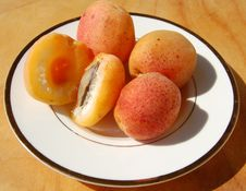 Apricots On The White Dish Royalty Free Stock Image