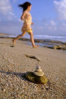 Free Balancing Stones Beach Stock Photo - 5414400