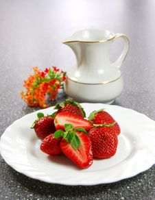 Free Strawberry Royalty Free Stock Photography - 5414537