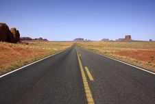 Free Road Through Monument Valley NP Royalty Free Stock Photography - 5422077
