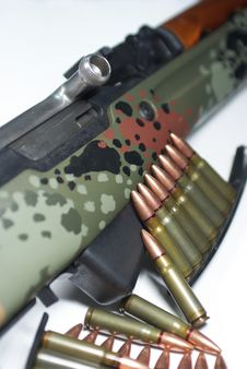 Free Military Rifle And Ammunition Royalty Free Stock Photos - 5423298