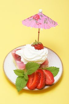 Free Summer Strawberry Cake Stock Photos - 5428883