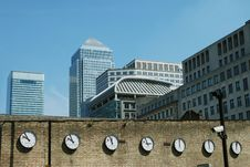 Free Canary Wharf Skyline With World Clocks Royalty Free Stock Photo - 5429625