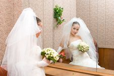 Free Young Bride And Big Mirror Royalty Free Stock Photos - 5437138