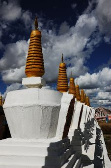 Free Tibet White Pagodas Stock Photo - 5438360
