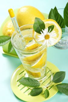 Free Glass Of Fresh Water With Lemon Stock Photography - 5439902