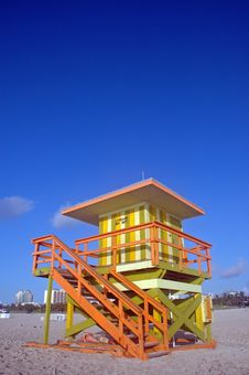 Free Green And Yellow Lifeguard Tower In South Beach Royalty Free Stock Photo - 5440035
