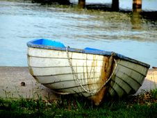 Free Boat On The Bank Royalty Free Stock Images - 5441259