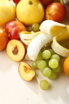 Free Fresh Fruits Royalty Free Stock Photos - 5447138