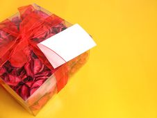 Free Red Potpourri Gift Royalty Free Stock Photography - 5458217