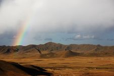 Free Rainbow Atop The Hill Royalty Free Stock Photography - 5464797