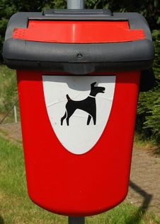 Free Dog Toilet Bin Royalty Free Stock Image - 5465796