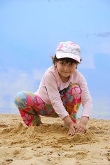 Free Child On River Shore Royalty Free Stock Images - 5471749