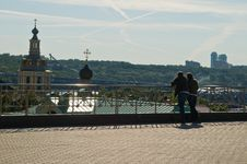 Free Couple Looking At The City Stock Photography - 5471802