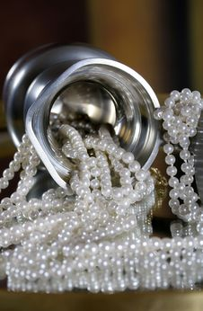 Free Pearl Necklace Stock Photography - 5478742