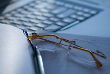 Free White Laptop And Glasses Royalty Free Stock Photo - 5478995