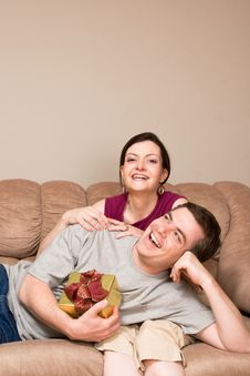 Free Man With Gift Box Lying On A Woman S Lap-Vertical Royalty Free Stock Image - 5479566