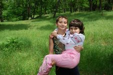 Free Boy Hold Girl Royalty Free Stock Photos - 5481528