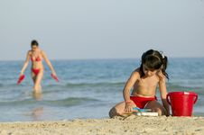 Free Little Child Play With Sand Royalty Free Stock Photos - 5483138