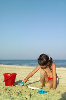 Free Little Child Play With Sand Royalty Free Stock Photography - 5483297