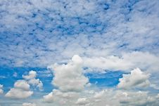Free Little Fluffy Clouds Royalty Free Stock Photos - 5483778
