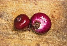 Free Spanish Red Onions. Royalty Free Stock Images - 5485249