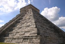 Free Chichen Itza Pyramid Royalty Free Stock Photography - 5486527