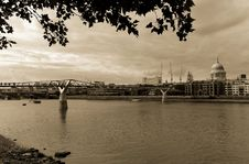 Free View Of The Thames In Sepia Royalty Free Stock Photos - 5486668
