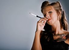 Smoking Rockabilly Girl Royalty Free Stock Photography