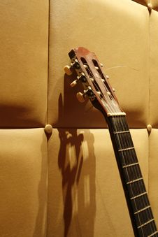 Free Acoustic Guitar Royalty Free Stock Photo - 5490515