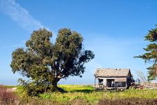 Free Old House On Coastal Highway Stock Photography - 5493862