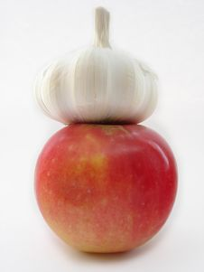Free Garlic And Apple Stock Photography - 557572