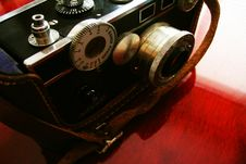 Free Vintage Camera On Cherry Desk Stock Images - 558204