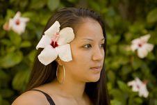 Free Beautiful Hawaiian Girl With Flower Stock Photography - 5500022